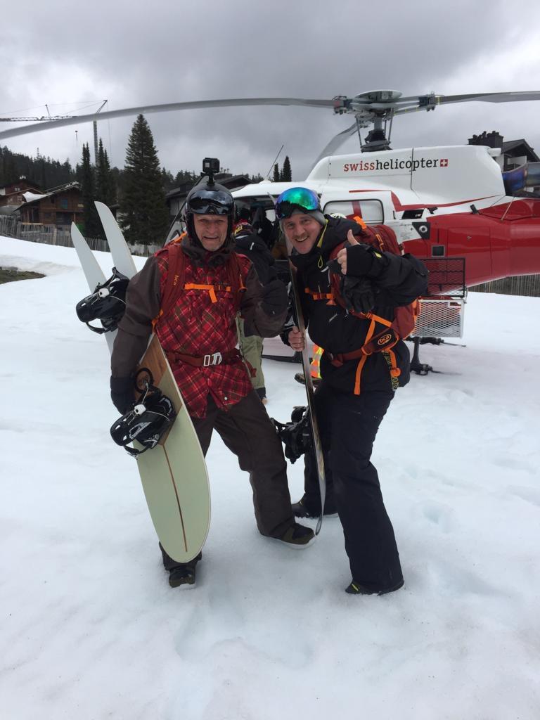 Mit dem Heli hoch auf den Berg und dann ab in den Schnee :-)