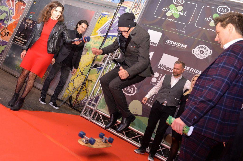 Skateboard-Action auf dem Roten Teppich und Live-Schalte vom WDR