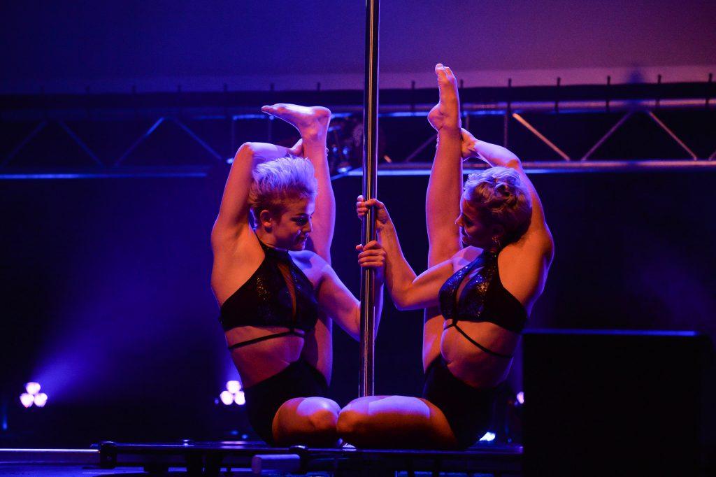 Das Duo Sienna aus dem GOP Varieté fasziniert das Publikum