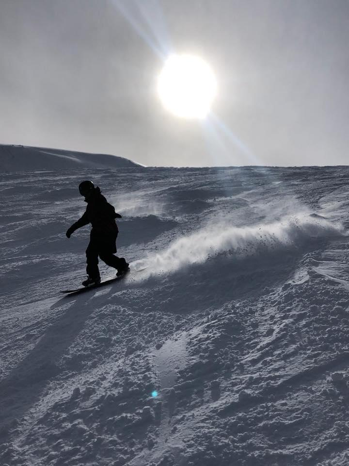 Auf dem Snowboard in der schönen Schweiz